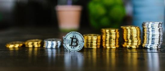 Pembayaran Fiat vs Bitcoin